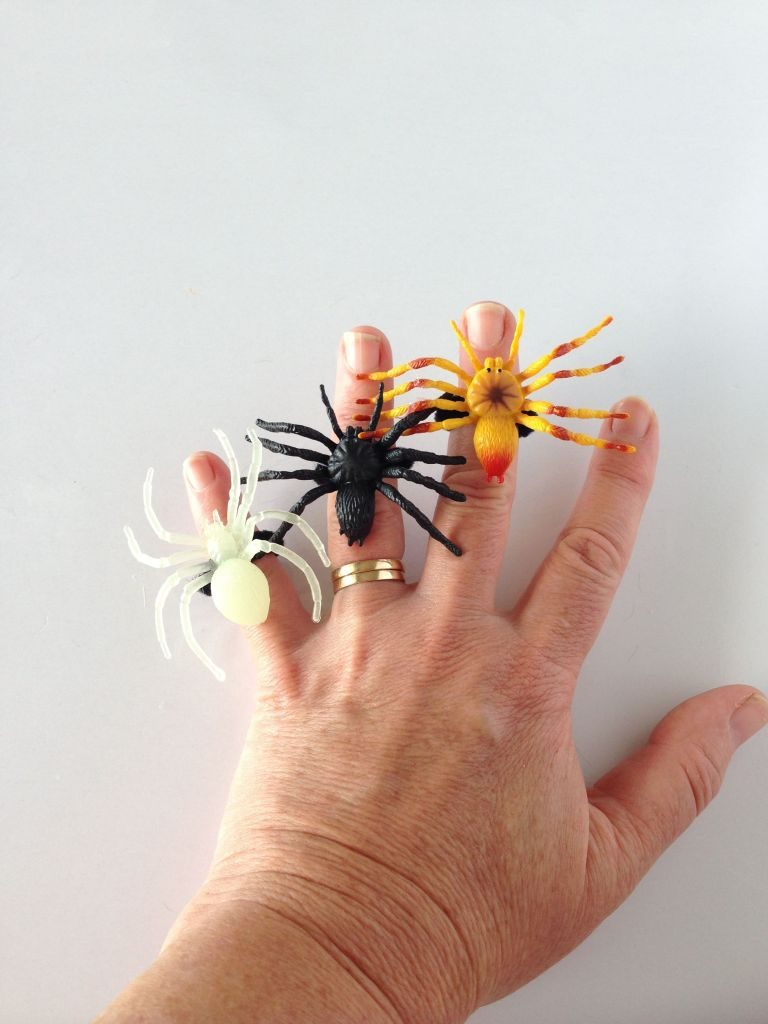 halloween-spider-rings-768x1024