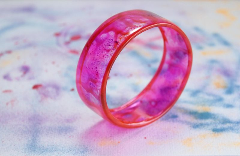 make-this-bangle-from-a-recycled-plastic-bottle-1024x683